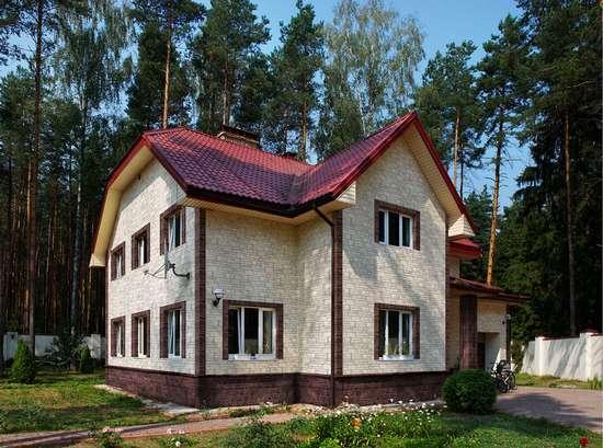 отделка фасада дома цокольным сайдингом