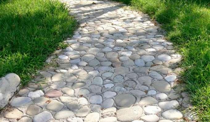 тропинка из камней